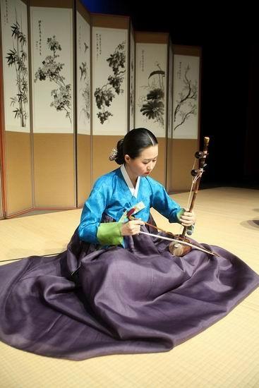 Haegeum 해금 #instrument #korean #hanbok