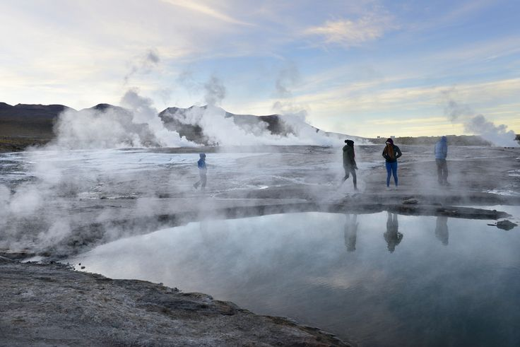 Tatio Geyser, Atacama, Chile  Marraskuisena maanantaiaamuna hengailin 4300 metrin korkeudella Andeilla, -10 asteen pakkasessa, tulikuumien geysirien keskellä. Aika extreme herätys. http://www.exploras.net/10-ikkunaa-atacamaan-chileen