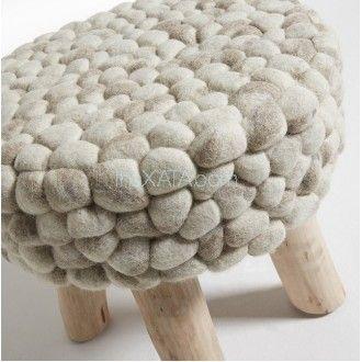 Уютная пуф-табуретка от Лаформа. Под свитер крупной вязки.