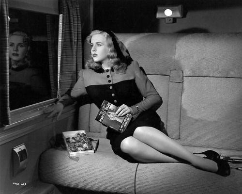 Deanna Durbin / production still from Charles David's Lady on a Train (1945)