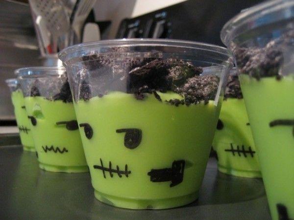 Te traemos una idea divertidísima de recetas para Halloween que a los niños les encantará. Prueba cocinando este sencillo y delicioso postre de Frankenstein con galletas.