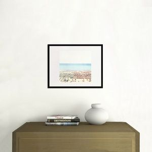 @YellowKorner ''Riccione'' #MassimoSiragusa. L'Artiste aime montrer une part d'ambiguïté et d'illusion soulignée par une lumière vive et homogène. Disponible à votre domicile sous 8 jours - Version 29x29 cm à partir de 71 €. 78100 #Saint-Germain-en-Laye