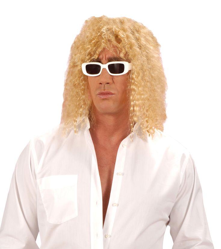 Blonde zangerpruik voor volwassenen: Deze halflange blonde gekrulde pruik met pony is ideaal om in de huid te kruipen van uw beroemdheid en zijn repertoire over te nemen bij verkleedfeestjes. ? © Copyright Widmann SRL ?. ©...