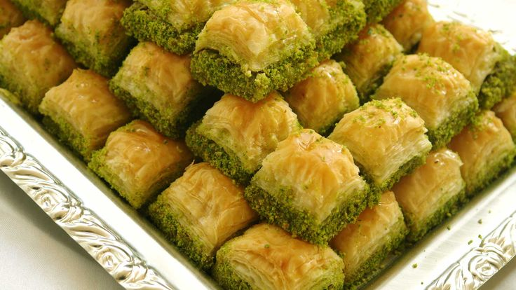 When you want to try the best baklava Glendale it is found at Arts Bakery Glendale.  We specialize in extravagant cake decoration and offer many style options that ranged from Classic to Retro and Ultra Modern, what's your style? Call: +1 818-552-5053