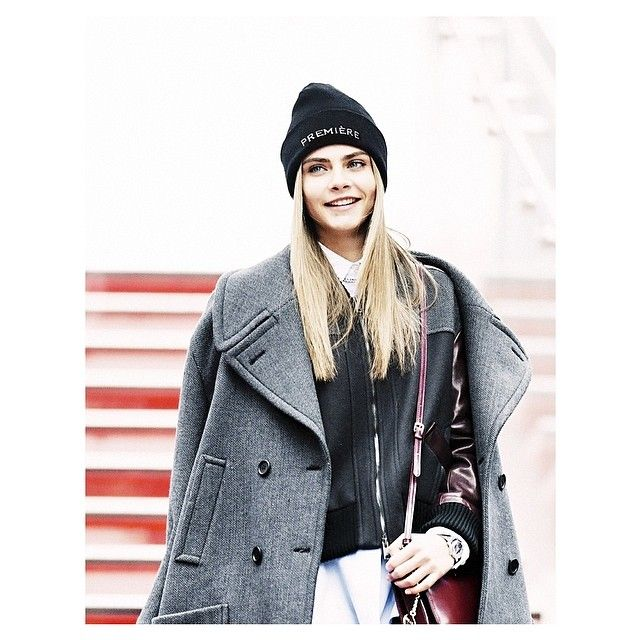 In this shot the gorgeous and famous model Cara Delevingne is wearing the fashionable Beanie by PREMIÈRE available at WWW.FINAEST.COM | #fashion #finaest #caradelevingne #model #moda #beanie #streetstyle #prmièrebeanie