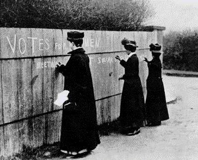 Diritti Civili e Politici: foto di donne che chiedevano il diritto di voto.