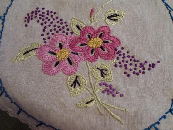 Vintage bordado corredor flores rosadas frontera azul