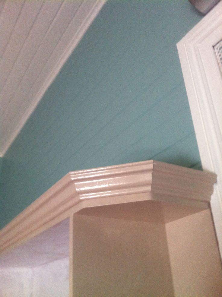 Started painting the kitchen carcasses in Dulux 'Puppy' looks great with the Dulux 'Egg Shell Blue', and 'Princess Bling' white