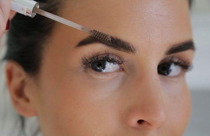 Blogger Jutta uses Lumene Blueberry Eyebrow Penciol and Eyebrow Shaping Wax to groom her perfect brows. #eyebrows #lumene