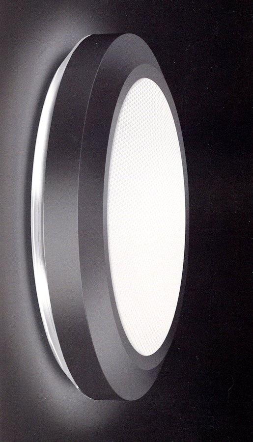 Lampada da soffitto (plafoniera) o da parete (applique) 340-40041 Trasparente/Bianco dia.37cm con Emergenza La base trasparente o colorata di questa lampada permette di creare, sulla parete, un alone colorato mantenendo il flusso di luce centrale bianco. Diffusore in policarbonato color anice, prismato . Base in policarbonato . Anello in tecnopolimero colorato bianco goffrato ral 9016. Indice di protezione IP65. Diam 37 cm.