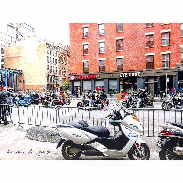 何mにも渡りバイカー達が道を占領しておりました 日本でいう暴走族ではなさそう #Manhattan #NY #America #downtown #September #2011  #studyabroad #worldtrip #summer #tflers #tbt  #throwbackthursday #photooftheday #biker #マンハッタン #ニューヨーク #アメリカ #留学 #海外 #海外生活 #一人暮らし #バイカー by worldtrip375