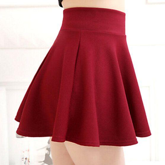 Mini falda circular con bolsillos a los costados, confeccionada en tela elástica, sin cierres ni cremalleras, fácil de hacer y de poner.