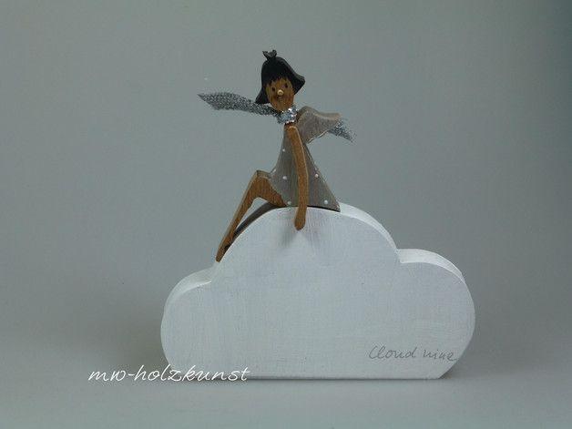 **Welche Wolke darf es für Sie sein - Wolke 4 - 7 - oder 9?** Cloud nine: H: cm - B:  cm - Preis: 27,00€ Wolke 4: H: 17 cm - B: 16,5 cm - Preis: 30,00€ Wolke 7: H: 19,50cm - B: 20 cm - Preis:...