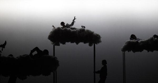 Bob Wilson- Peter Pa - Bob Wilson- Peter Pan Photograph  Lucie Jansch --- #Theaterkompass #Theater #Theatre #Schauspiel #Tanztheater #Ballett #Oper #Musiktheater #Bühnenbau #Bühnenbild #Scénographie #Bühne #Stage #Set