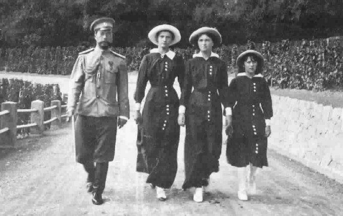 богатейшая русская семья Юсуповых принимала в Коккозах царя Николая II и короля Мануэля Португальского, проводила костюмированные вечеринки ...
