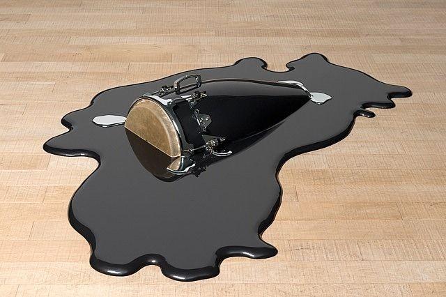 conga black flowing...