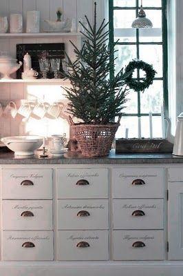 : Cabinets, Idea, Drawers Pull, Christmas Kitchens, White Christmas, Christmas Decor, Scandinavian Christmas, Christmas Trees, White Kitchens