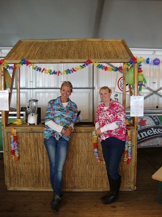 Kinder Cocktail Bar huren Vers fruit cocktails en smoothies vanuit een tropische rieten bar http://www.kindercocktailbar.nl