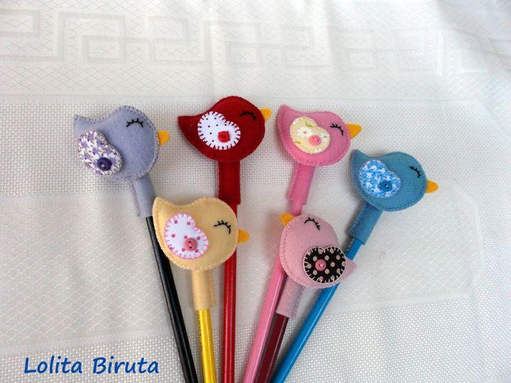 ponteira de lápis com passarinhos em feltro e tecido estampado