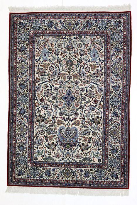 Prachtige TOUDESHK NAIN tapijt een collector's stuk meer dan 1M knopen/m Iran 20e eeuw  Naam: NAIN TOUDESHK.Herkomst: Iran.Afmetingen: 172 x 118 cm.Kork wol  zijde.Meer dan 1M knopen/m.Naburige dorp van Nain in Iran. De Nain-Toudeshk-tapijten zijn opmerkelijk voor de kwaliteit van de wol die wordt gebruikt en de knoop van de zeer hoge dichtheid. Deze stukken waren ongetwijfeld de mooiste van alle de naoorlogse producties. De Toudeshk tapijten functie kleuren met lichte en zachte tinten.De…