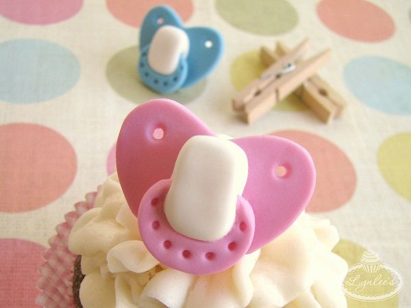 Baby Shower Cupcakes Topped with Fondant Pacifiers - tutorial