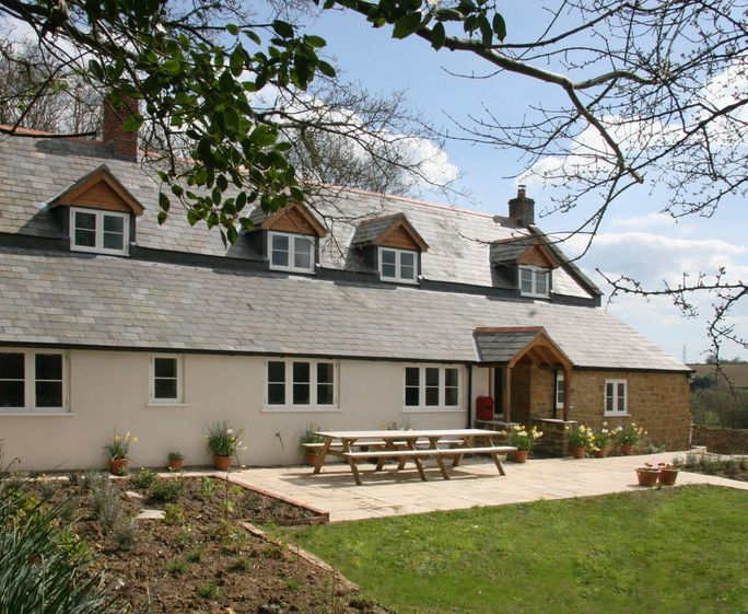 6 Bedroom pet friendly Holiday Cottage in Salwayash, West Dorset sleeps 12 people with wifi, parking, a garden perfect for last minute breaks