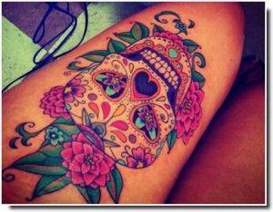 tatouage tete de mort mexicaine cuisse femme