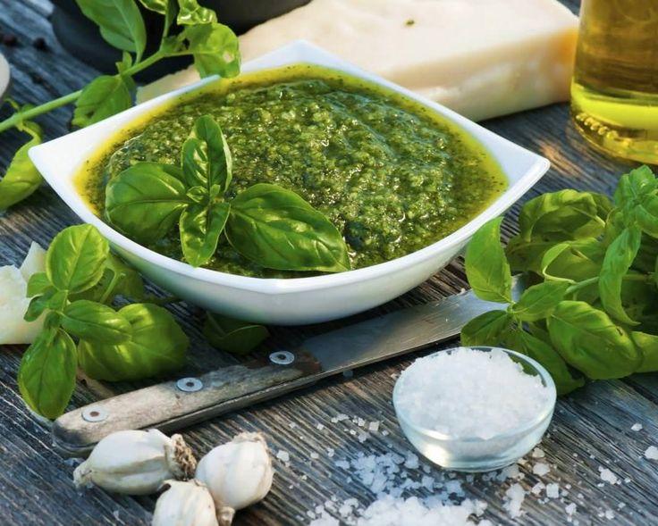 Pesto este un sos nemaipomenit nu doar pentru paste, ci si pentru legume la gratar sau fructe de mare, diverse salate, bruschete si chiar pizza.