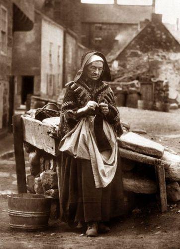 Frank Meadow Sutcliffe: Whitby Fisher folk   Ref: 19-46