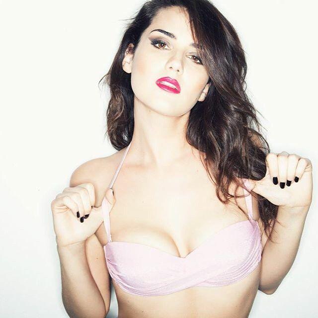 La modella e influencer Cat Poulaine indossa Olivia