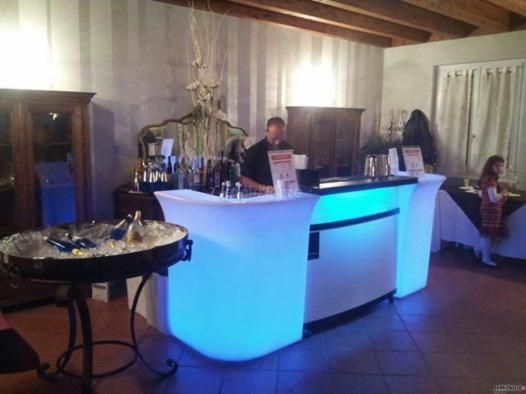 Bar luminoso per i cocktail di #matrimonio