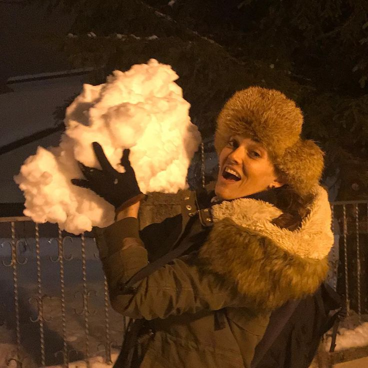 """12 Me gusta, 4 comentarios - Pilar Abella (@pilarabellaofficial) en Instagram: """"Now this is a snowball!!!! Sure you want to have a snowball fight with me????? 😂 #beingsilly…"""""""