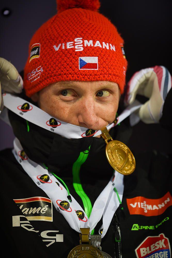 International Biathlon Union / Jakov Fak Sprints to Mass Start Gold Medal
