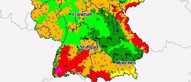 Orkanböen+Heftige Schneeverwehungen+glatte Straßen! Im Südosten zwischen Stuttgart+Freiburg Alarmstufe rot – bis in den Sa.-Abend hinein drohen hier massive Schneeverwehungen+Sturmböen. Noch gefährlicher ist es rund um Freiburg im Schwarzwald. Hier weht der Wind über 900 Metern bis zu 90 km/hour, ab der Nacht zum Freitag sogar mit bis zu 110 km/hr. http://www.focus.de/panorama/wetter-aktuell/wetter-aktuell-minus-22-grad-in-diesen-regionen-wird-deutschland-heute-tiefgefroren_id_4449003.html