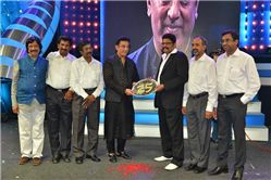 Raj TV felicitation to K S Ravikumar: Chennai: Ace film director K S Ravikumar, who has completed 25 years in the film industry, was felicitated at a gala function organised by Raj Television Network Ltd in association with the Directors Union in Chennai on Saturday at Nehru Indoor Stadium. http://tvnews4u.com/article/936/1/raj-tv-felicitation-to-k-s-ravikumar#.Us5ko_ukOe0