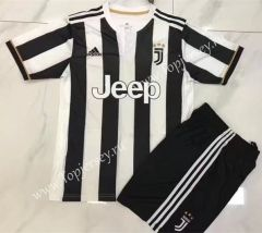 2017-18 Juventus Home Black and White Soccer Uniform