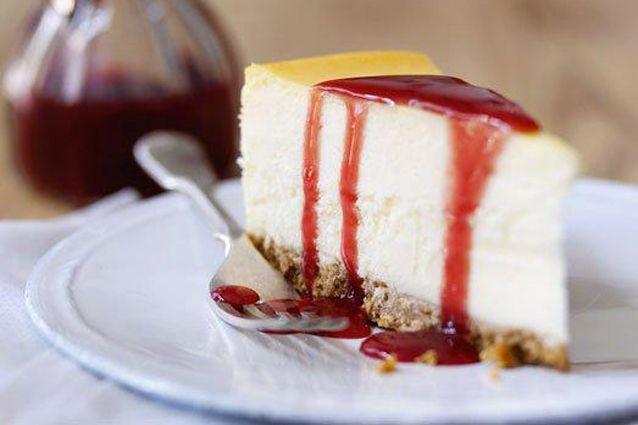 Facile da realizzare e molto gustosa, la New York Cheesecake è un dolce della tradizione americana dalla numerose varianti. Ecco come prepararla a casa.