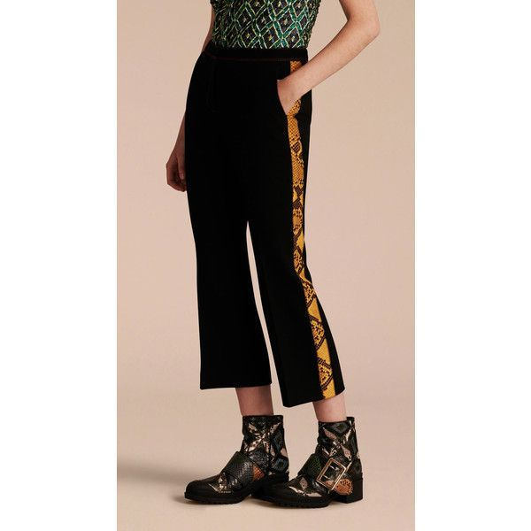 Burberry Python Print Trim Cropped Tailored Trousers (9.690 DKK) ❤ liked on Polyvore featuring pants, capris, python pants, straight leg pants, tailored pants, burberry pants and stretch pants