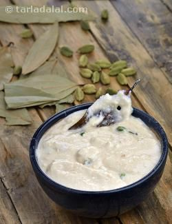 White gravy, this curd-based gravy is prominent in north indian cuisine. It is white to off-white in colour and bland in taste compared to other gravies. It is made richer and creamier with the extensive use of cashewnuts and cream. Combined with mixed vegetables, paneer, koftas or soya chunks, this can be used to whip up delectable recipes such as hariyali  koftas.