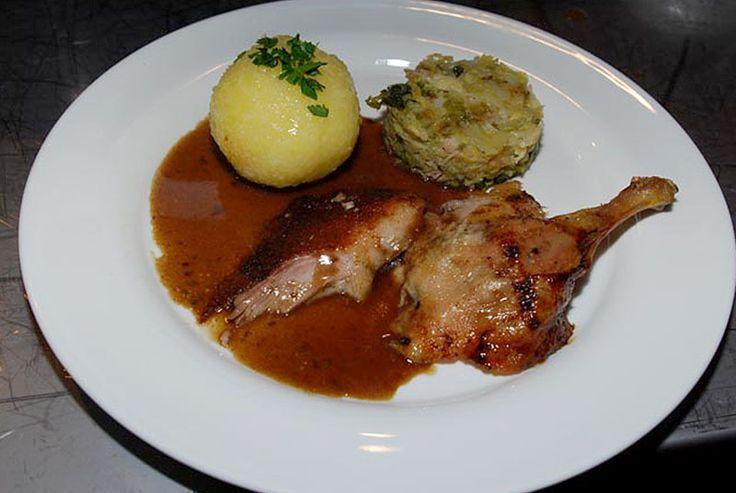 Glasierte Wildente mit Lebkuchengewürz, Wirsing und Kartoffelkloß