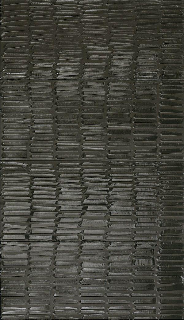 L'art contemporain n'est pas toujours évident à apprécier. L'œuvre de Pierre Soulages fascine par sa radicalité, mais aussi par sa beauté. Et l'exposition à Beaubourg qui lui est consacrée vaut vraiment le détour!