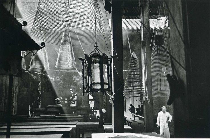 Ernst Haas: Cholon Pagoda, Saigon (1954)