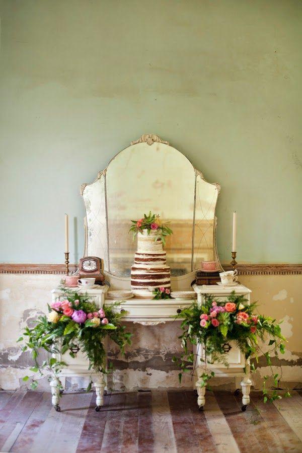 Винтажный десертный стол_Vintage cake display