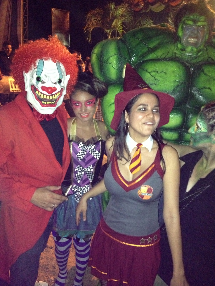 Organizadores de la rumba con el ganador de la noche !!! Hulk