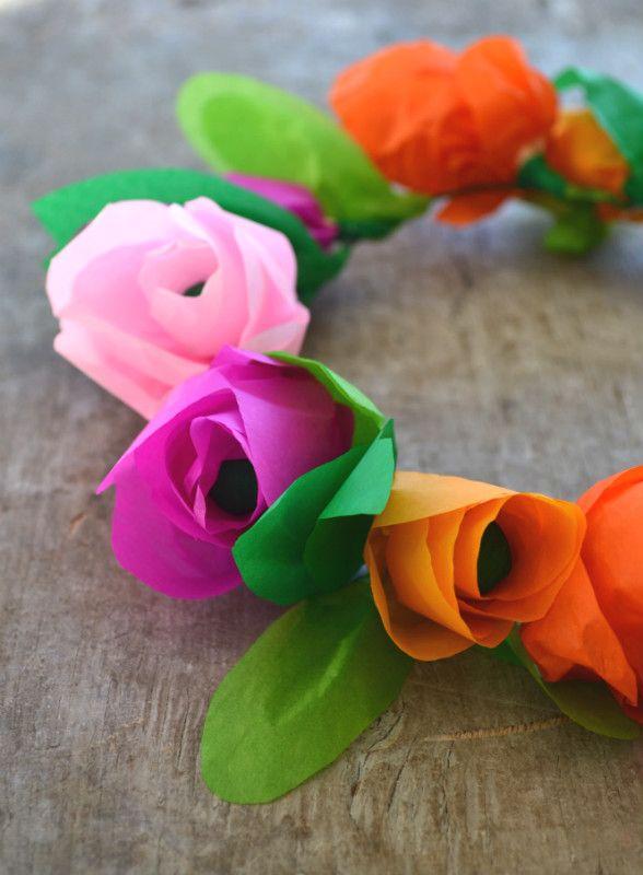 Non perdere il nuovo video tutorial di La Figurina e realizza anche tu una romantica coroncina di fiori per capelli da indossare nelle occasioni speciali