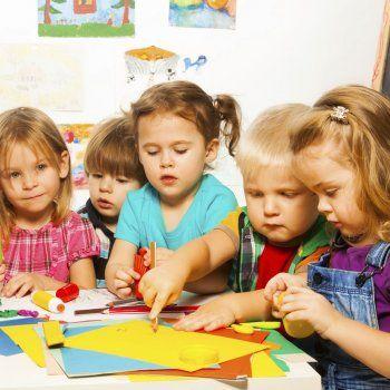 Adaptación a la escuela de los niños. En la primera infancia, todo es nuevo para los niños, pero con la ayuda y la comprensión de los padres y educadores, su adaptación a la escuela será mucho más agradable.