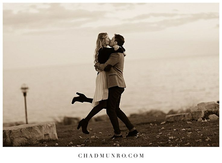 Romantic Kiss #Toronto #Engagement