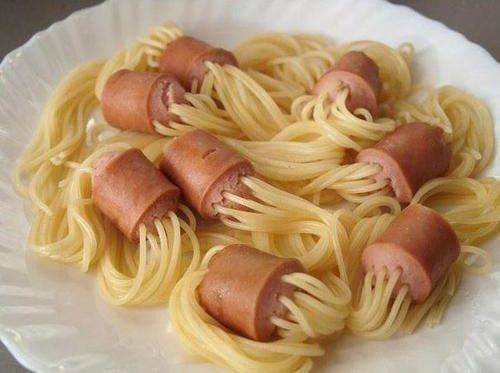 spaghetti hot dogs - http://johnrieber.com/2014/05/20/spaghetti-hot-dogs-amazing-cooking-technique-that-works/