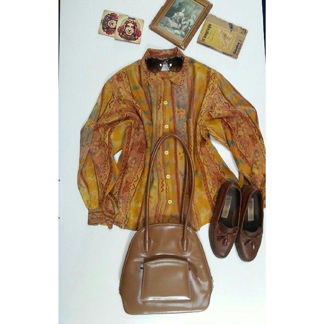 M-L uyumlu gömlek 40 TL Vintage deri çanta 50 TL Vintage model gözlük 40 TL 39numara orjinal deri ayakkabı 80 TL Whatsapp 0543 617 43 84 #albinovintage #vintage #vintagelove #love #summer #cicek #gomlek #clothes #retro #gomlek #vintagestore #market #fleamarket #ikinciel #80ler #90lar #indie #elbise #seconhand #retro #80s #90s #oldfashion #print #summer #dress #vintage  #istanbulvintage #vintagedress #urban #fashion #instadress