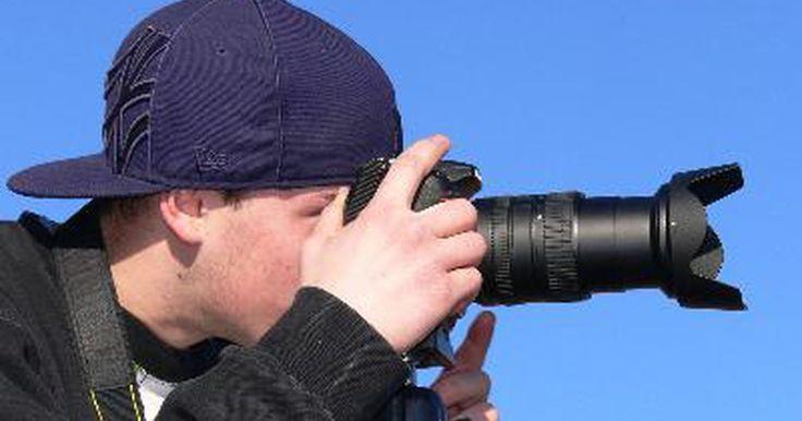"""Carreras relacionadas con la fotografía. Según la Agencia de Estadísticas Laborales de Estados Unidos, se espera que el empleo en el campo de la fotografía """"crezca tan rápido como el promedio de todas las ocupaciones hasta 2016"""". Los retratos y la fotografía comercial son las que más prometen crecer. La fotografía y las carreras relacionadas a ella requieren creatividad y habilidades ..."""